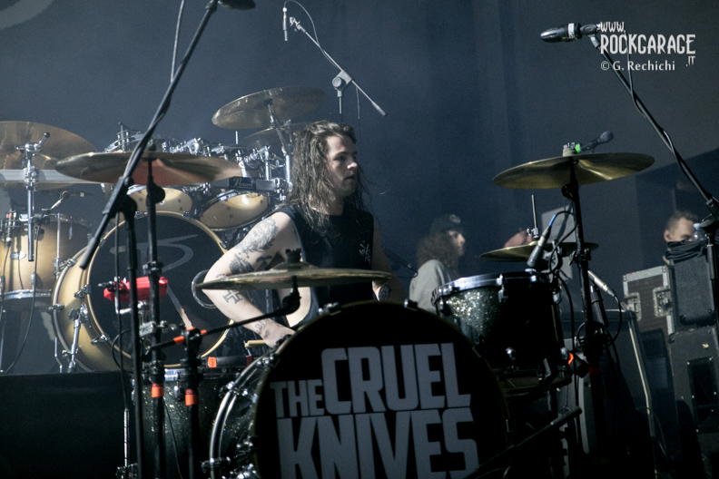 19_Cruel knives