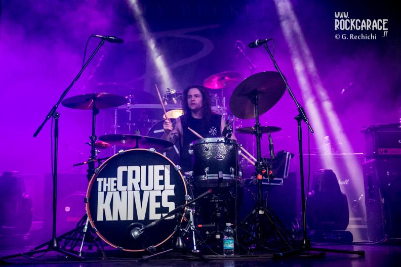 23_Cruel knives